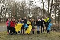 Vodňany – Studenti oktávy gymnázia se rozhodli udělat něco pro přírodu ve svém okolí a v neděli 3. března ráno se sešli u Železné lávky přes řeku Blanici.