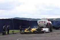 Motoristická show na strakonickém letišti.
