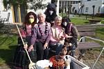 V pátek 30. dubna přiletěly do Domova pro seniory v Rybniční ulici ve Strakonicích čarodějnice.