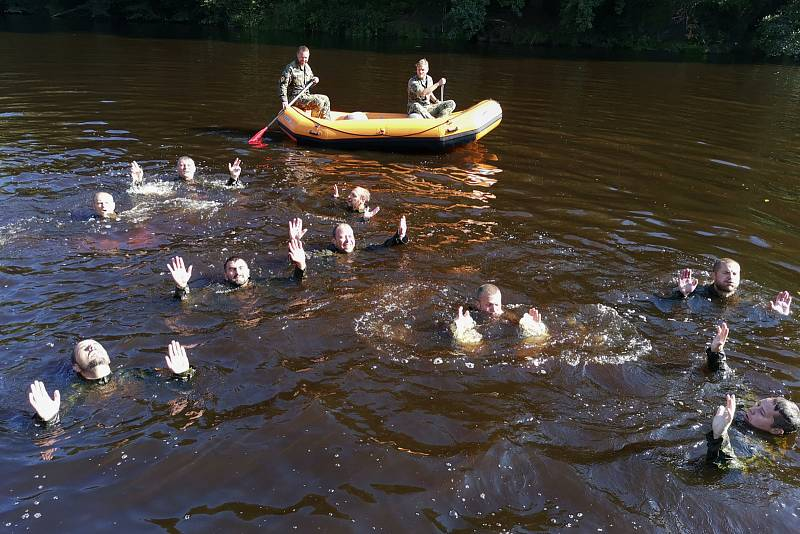 Zdokonalovali své plavecké dovednosti.