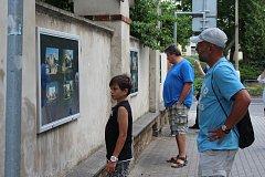 Další výstava s provázáním historických a současných snímků od Petra Borovičky je k vidění na Artwallu v Želivského ulici ve Strakonicích.