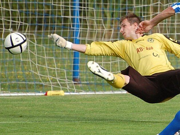 Gólman Katovic Tomáš Věneček se výrazně podílel na remíze 0:0 proti Sezimovu Ústí B. Chytil penaltu i následnou dorážku.