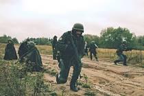 Civilisté si vyzkoušejí být vojáky.