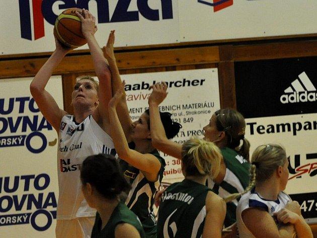 Strakonické basketbalistky porazily doma Valosun Brno o 25 bodů.