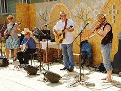 Country skupinu Šrumecz si můžete přijít poslechnout do Hradního sklípku ve Strakonicích.