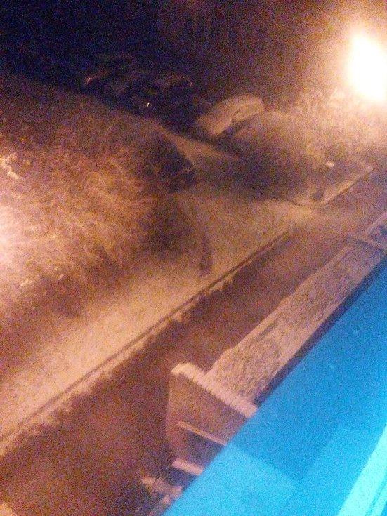 První sníh. Strakonice v neděli v 19.30 hodin.
