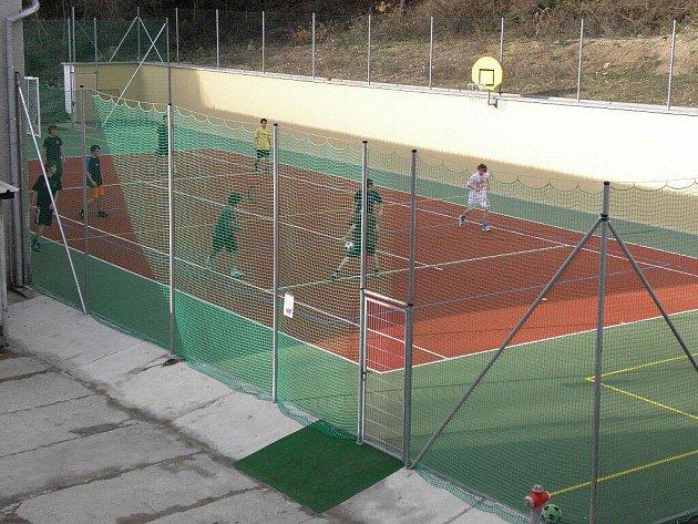 Rekonstrukce se dočkalo i sportovní hřiště.