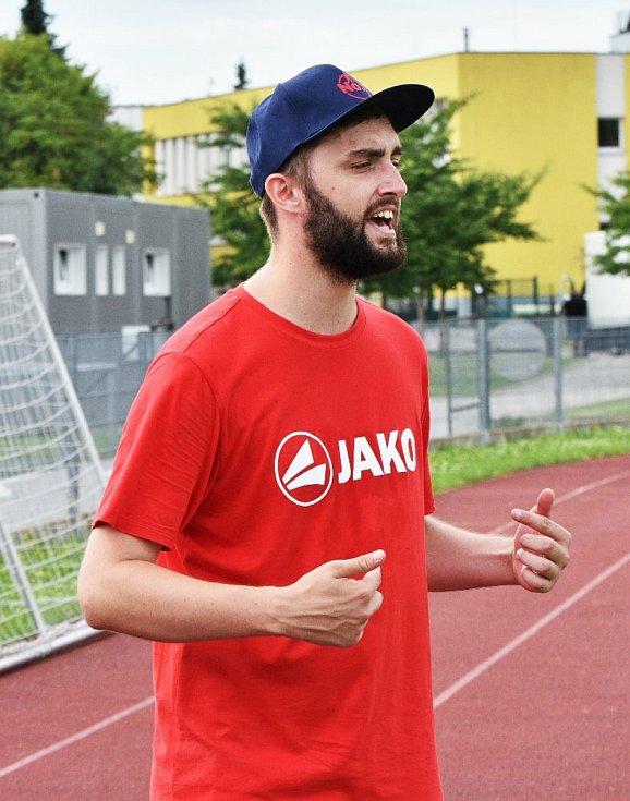 Mladí fotbalisté absolvují ve Strakonicích Španělský kemp.