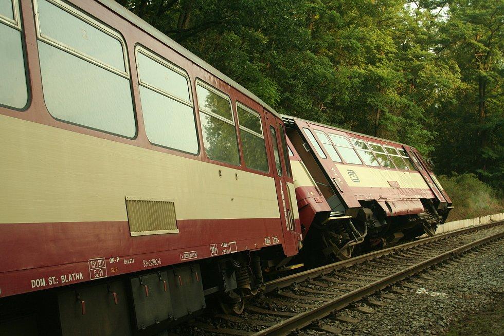 U obce Nišovice v neděli 27. srpna 2017 kolem 16. hodiny vykolejil osobní vlak, který najel na přejezdu do sesuvu půdy po silné průtrži mračen.