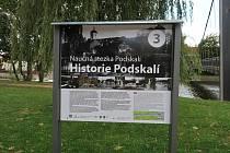 Město zrenovovalo Naučnou stezku Podskalí v říjnu 2019.