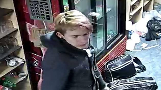 Policie hledá pachatele, kterého zachytily kamery.