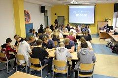 Také strakoničtí studenti se zapojili do 11. ročníku mistrovství škol v piškvorkách – pIšQworky.