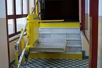 Plošina, která pomůže překonat schody handicapovaným.