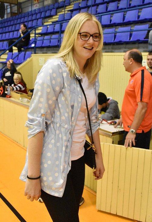 Julia Reisingerová zavítala na strakonické MČR basketbalistek do 14 let.