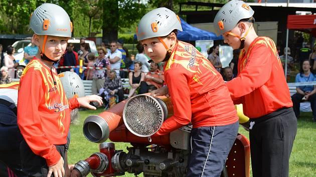 OBRAZEM: Soutěživý duch, sportovní nadšení a vůle vyhrát byly atributy, které v sobotu 5. května spojovaly mladé hasiče na letním areálu plaveckého stadionu Na Křemelce ve Strakonicích.
