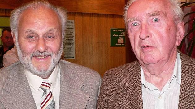 Na Fóru podnikatelů se sešli při předávání ocenění dva někdejší spolužáci z Vodňan. Jiří Pazdera (vlevo) byl vyhlášen v kategorii významná osobnost roku a Rudolf Berka v kategorii významný rodák roku.