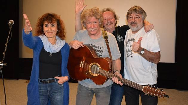 Českobudějovická kapela Nezmaři letos slaví 40 let svého působení na hudební scéně. Koncertovali také ve Vodňanech.