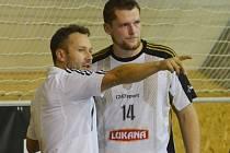 Trenér Roman Marienka dává pokyny Miroslavu Masákovi.