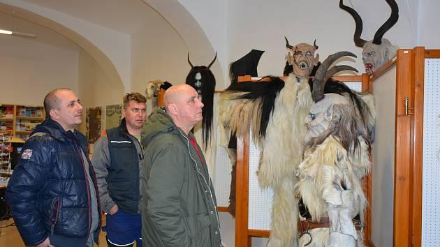 Výstava masek a kostýmů vodňanských Krampusáků v Infocentru Muzea a galerie.