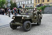 Ve čtvrtek 3. května přivítali starosta města Břetislav Hrdlička i oba místostarostové Josef Štrébl a Rudolf Oberfalcer kolonu historických válečných vozidel u příležitosti oslav 73. výročí osvobození americkou armádou.