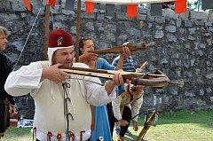 V příkopu strakonického hradu se v sobotu 19. května konal pátý ročník střeleckých slavností.