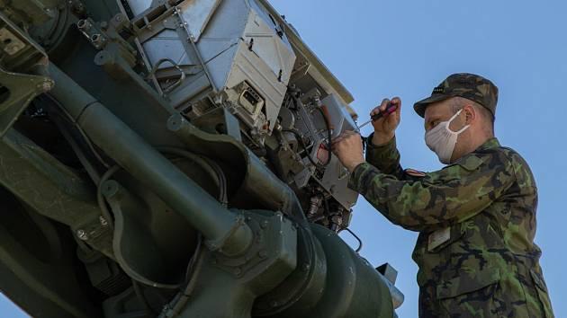 Péče o vojenskou techniku.