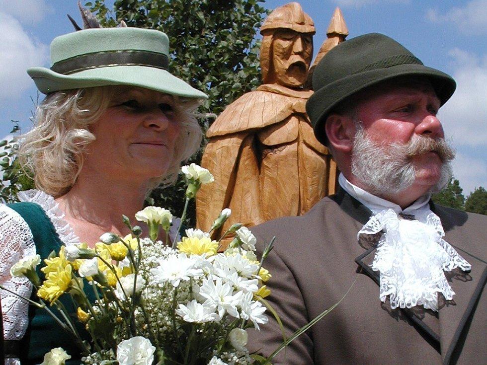Součástí setkání rodáků v Tažovicích bylo odhalení sochy sv. Floriana