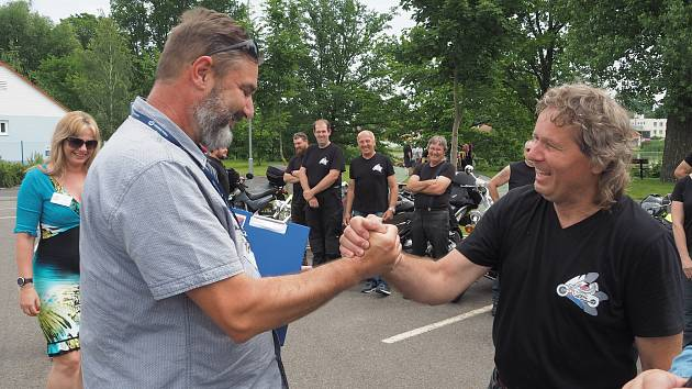 Čejetice jsou Jihočeskou vesnicí roku. Jedním z dobře fungujících spolků jsou motorkáři.
