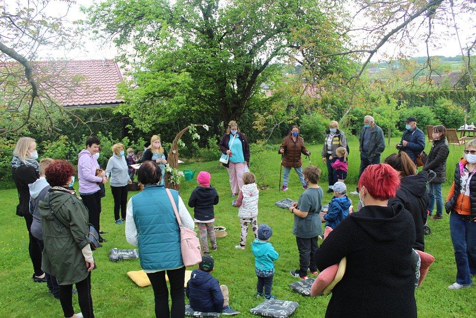 Přírodní zahrada Chelčického domova svatého Linharta je opět otevřená.