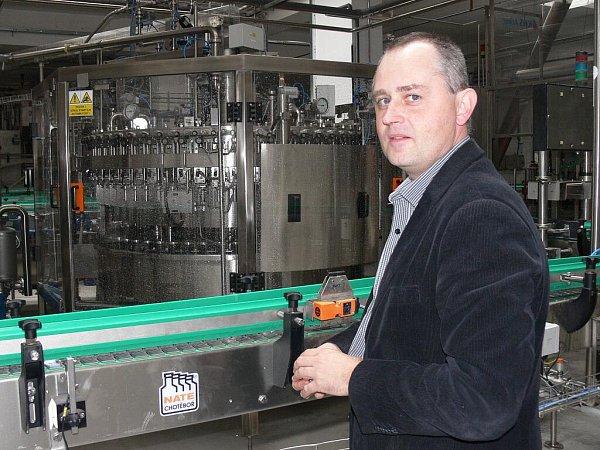 Ředitel Měšťanského pivovaru Strakonice Jaroslav Tůma vnové stáčírně lahví
