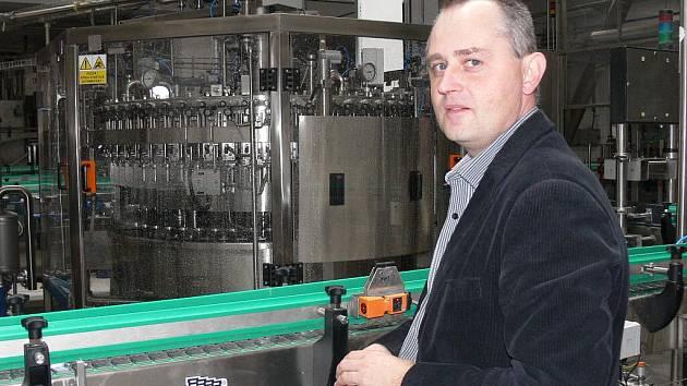 Ředitel Měšťanského pivovaru Strakonice Jaroslav Tůma v nové stáčírně lahví