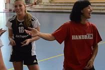Autorka šesti gólů Veronika Mozolíková a spokojená trenérka Eva Krausová.
