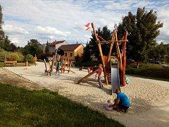 U Jezu v Katovicích vyrostlo dětské hřiště a hřiště pro juniory.