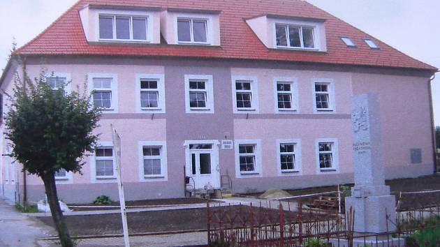Základní škola ve Střelských Hošticích.