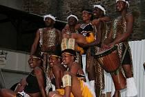 Skupina INKULULEKO YABATSHA ze Zimbabwe.
