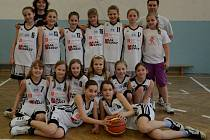 Družstvo nejmladších minižákyň BK Strakonice.
