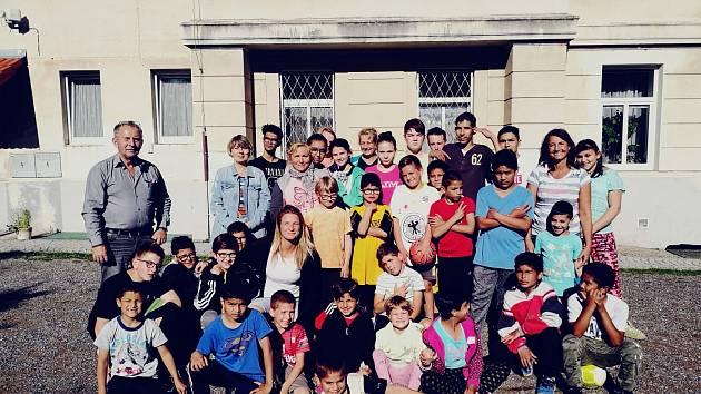 Sportovci v Dětském domově ve Volyni.