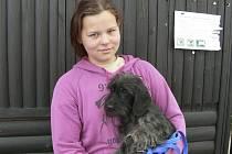 Valerie Kročilová ze západočeských  Chlumčan přivezla v neděli na trh do Strakonic na prodej psa.