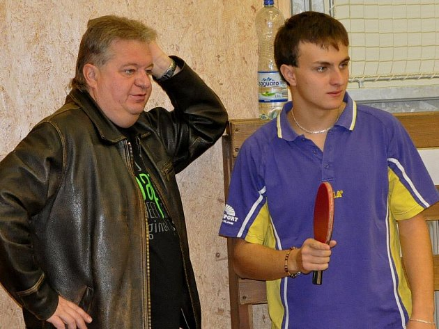 Stolní tenisté ČZ Strakonice jsou v tabulce II. ligy nyní druzí. Zleva jsou trenér Vladimír Havlík a David Calta.