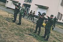 Civilisté si vyzkoušeli vojenský výcvik.