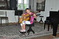 V pátek 15. června zahrály pouze dvě žákyně v koncertním sále ZUŠ z třídy paní ředitelky Martiny Spišské.