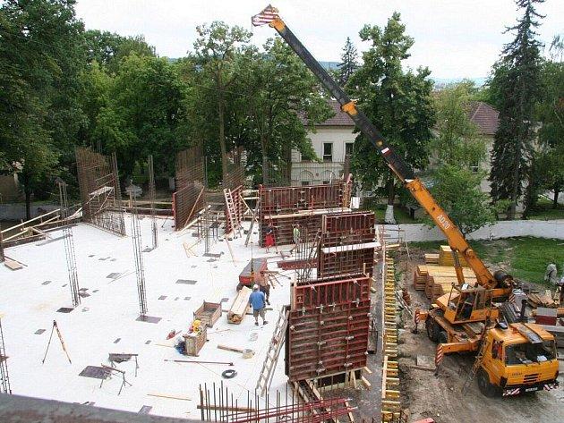 Přístavba jižního křídla chirurgického pavilonu ve strakonické nemocnici.