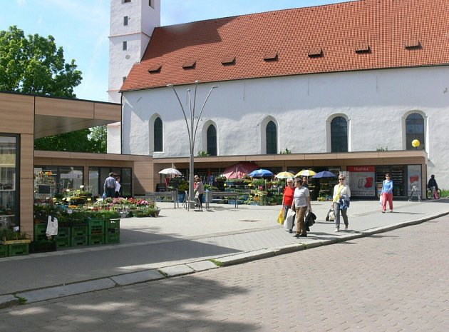 Současný vzhled tržnice u kostela sv. Markéty.