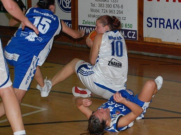 Ve velké basketbalové bitvě 3. kola I. ŽBL porazily Strakonice doma Trutnov 87:73.