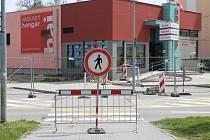 V ulici Na Ohradě budou muset být chodci i řidiči po dobu 13 měsíců obezřetnější.