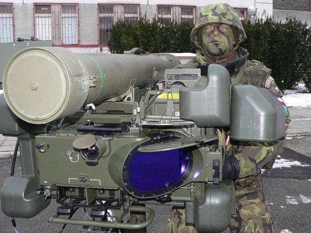 Přenosný protiletadlový raketový komplet RBS–70.