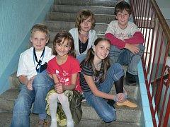 Na snímku  nahoře Anna Zábranská (10), Adam Vrchlavský (1O). Dole zleva pak Martin Šatra (10), Eliška Štefanyuková (10) a Nikola Bodnárová (9).