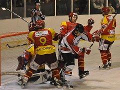 První souboj okresních týmů v této sezoně skončil vítězstvím Strakonic 6:4.