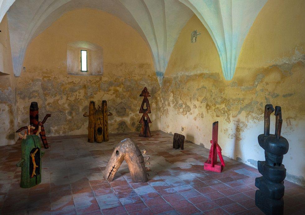 Výstava soch Milana Doubravy v kapli sv. Michaela při kostele Nanebevzetí panny Marie v Blatné.