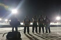 Snímky z kanadské vesnice Plaster Rock připomínají záběry z filmu Mystery, Aljaška, kde hráči New York Rangers nastoupili na Aljašsce proti amatérům z Mystery.